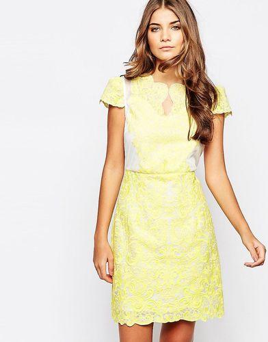 Кружевное платье Jovonna Premier - Желтый