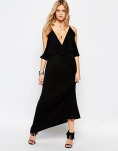 Платье макси с открытыми плечами, глубоким вырезом и оборкой Boohoo - Черный