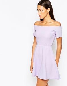 Короткое приталенное платье с открытыми плечами AX Paris - Сиреневый