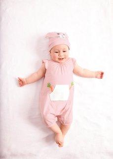 Мода для малышей: мини-комбинезон + шапочка из биохлопка (2 изд.), Размеры  56/62-92/98 (нежно-розовый/цвет белой шерст) Bonprix