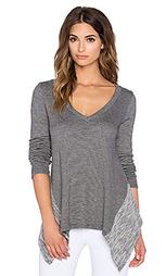Пуловер с асимметричным подолом double faced - Beyond Yoga