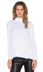 Кашемировый свитер с высоким воротником и расклёшенными длинными рукавами - Enza Costa