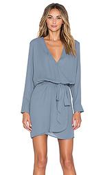 Платье с v-образным вырезом и ложным запахом спереди lana - Three Eighty Two