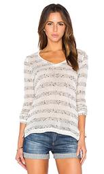 Полосатый пуловер с v-образным вырезом - Bella Luxx