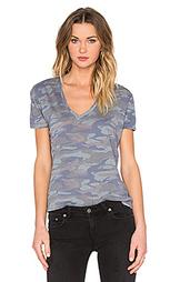 Свободная футболка с v-образным вырезом камуфляжной расцветки - MONROW