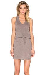 Платье с v-образным вырезом и y-образными шлейками сзади - Lanston