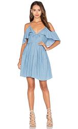 Платье из шамбре с глубоким v-образным вырезом и открытыми плечами - NICHOLAS
