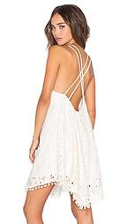 Платье с перекрестными пряжками kate - Lucy Paris