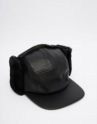 Черная 5-панельная шапка-ушанка из искусственной кожи ASOS - Черный