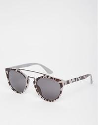 Круглые солнцезащитные очки с леопардовым принтом и металлической план AJ Morgan