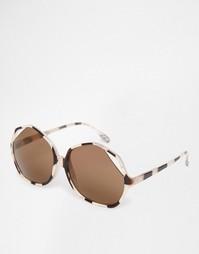 Большие солнцезащитные очки с открытым уголком на оправе ASOS
