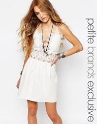 Платье на тонких бретельках с отделкой кроше Glamorous Petite - Белый