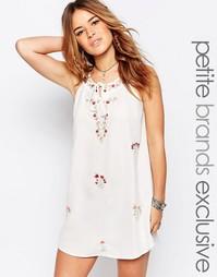 Платье-трапеция с вышивкой для миниатюрных Glamorous Petite - Белый
