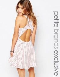 Короткое приталенное платье в полоску с вырезом сзади Glamorous Petite