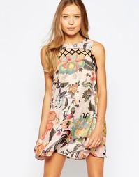 Цельнокройное платье с цветочным принтом и шнуровкой спереди Love