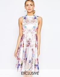 Короткое приталенное платье с высокой горловиной и принтом Hope and Iv