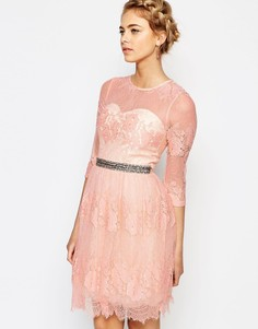 Кружевное платье с отделкой на поясе Little Mistress
