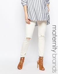Зауженные джинсы с рваными коленками Mamalicious - Кремовый Mama.Licious