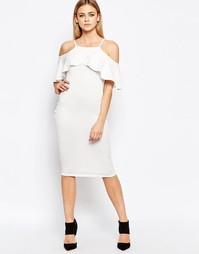 Облегающее платье c рюшами и приспущенными плечами Boohoo - Кремовый