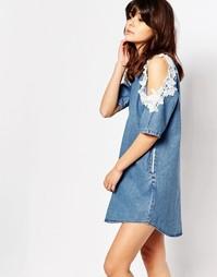 Джинсовое цельнокройное платье с открытыми плечами I Love Friday