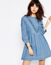Синее джинсовое платье с присборенной юбкой и оборкой ASOS