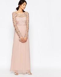 Платье макси с отделкой кроше и длинными рукавами Club L - Nude pink