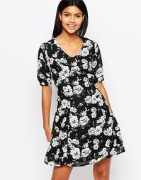 Чайное платье с принтом роз Poppy Lux Thereasa - Черный