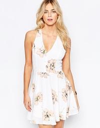 Короткое приталенное платье с большими цветами Parisian