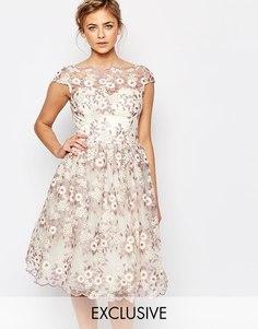 Платье миди из цветочного кружева с широким вырезом Chi Chi London