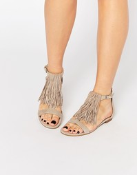 Замшевые сандалии телесного цвета с бахромой Kendall & Kylie Tessa