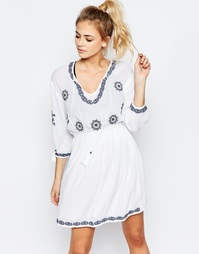 Платье с вышивкой и кисточками Boohoo - Белый