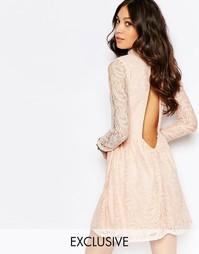 Платье с высокой горловиной и открытой спиной Rokoko - Телесно-розовый