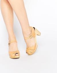 Кожаные босоножки на каблуке с открытым носком Swedish Hasbeens