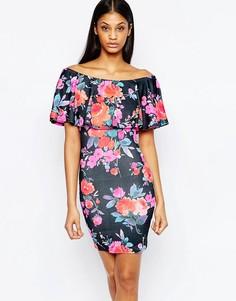 Платье мини с открытыми плечами, оборками и ярким цветочным принтом Cl