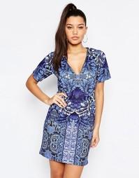 Цельнокройное платье с V-образным вырезом и принтом Missguided - Синий
