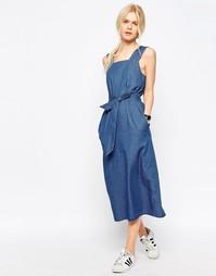 Джинсовое платье миди с поясом ASOS - Синий выбеленный