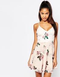 Чайное платье на бретельках с розами Ariana Grande For Lipsy