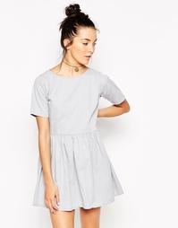 Платье в молодежном стиле из серого выбеленного денима Motel Penny