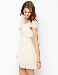 Короткое приталенное платье с оборкой и плиссировкой Pussycat London