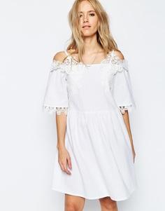 Cарафан с открытыми плечами и вышивкой ASOS - Белый