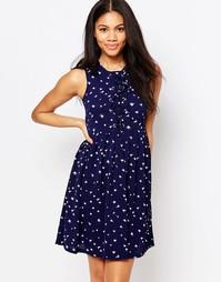 Короткое приталенное платье в перышки с завязкой спереди Brave Soul