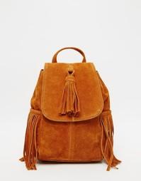 Маленький замшевый рюкзак с кисточкой и бахромой ASOS - Рыжий