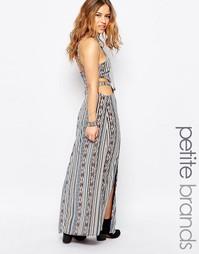 Платье макси с открытой спиной и ацтекским принтом Glamorous Petite
