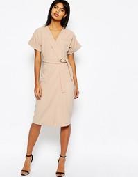 Структурированное платье-футляр с поясом и запахом ASOS - Телесный