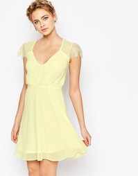 Короткое приталенное кружевное платье Elise Ryan - Лимонный