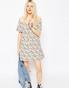 Свободное платье с открытыми плечами и мелким цветочным принтом ASOS