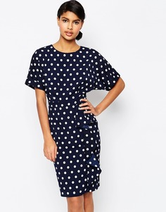 Платье-футляр в горошек с каскадной отделкой ASOS - Темно-синий