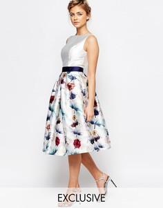 Пышное приталенное платье для выпускного с цветочным принтом Chi Chi L