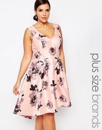 Платье миди с глубоким вырезом и цветочным принтом Chi Chi London Plus