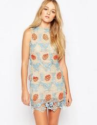 Цельнокройное платье с накладкой кроше Glamorous